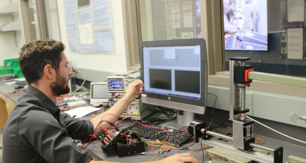 инженер электроник